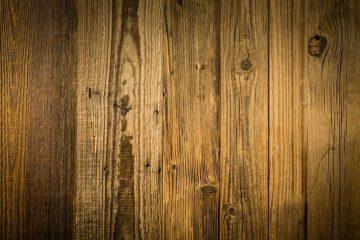 Usare l'insetticida per i tarli del legno